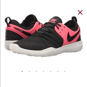 Nike free TR 7 Size 7.5 hot pink and black